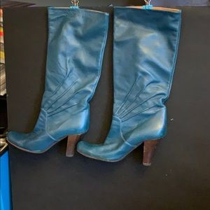 Shoes - Retro looking turquoise heeled boots